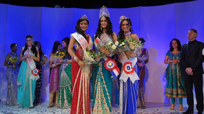 Krampachtig glimlachen op de Miss India Holland Verkiezing 2011