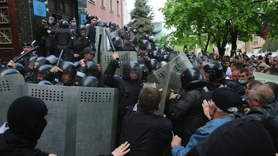 May Day Protests in Eastern Ukraine Turned into a Violent Separatist Riot