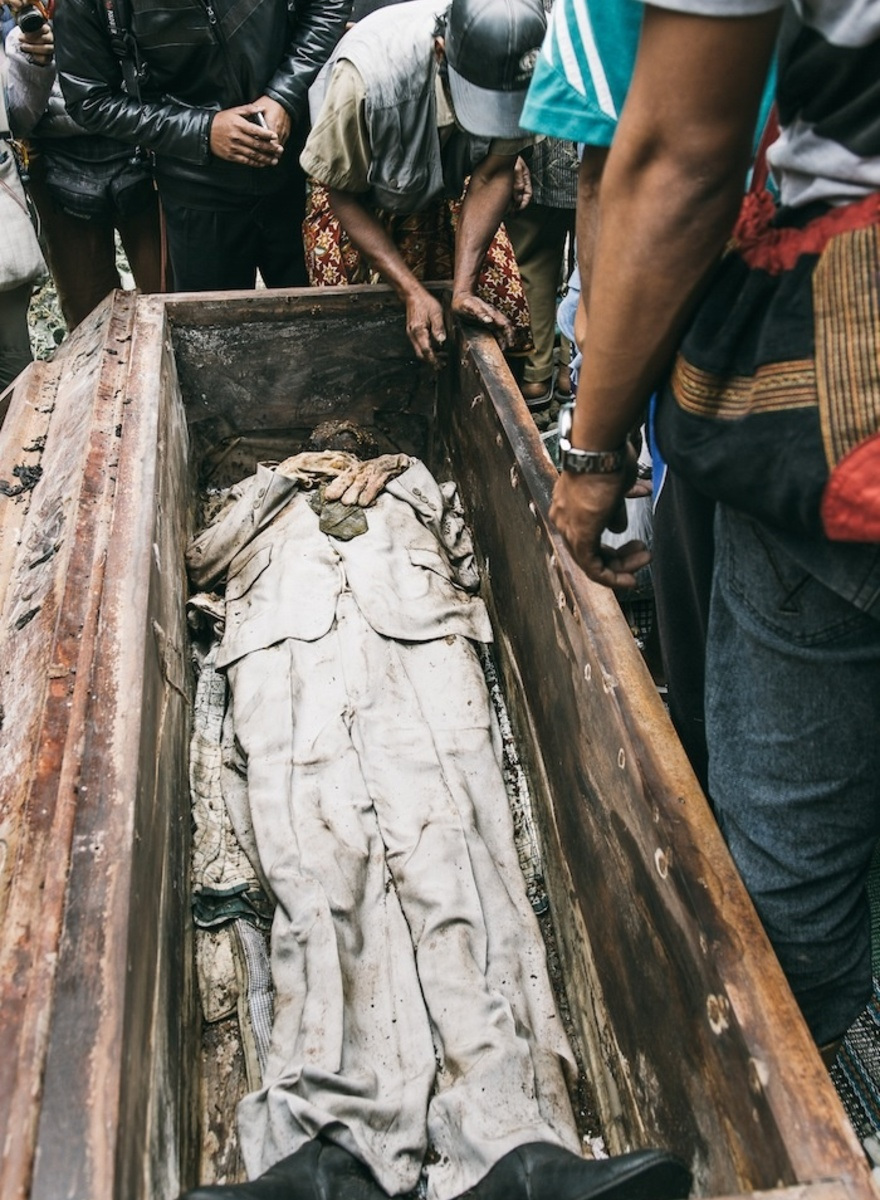 Tana Toraja Villagers Take Tomb Sweeping to a Morbid Extreme
