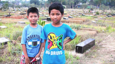 The Kids Who Live and Work in Indonesian Graveyards
