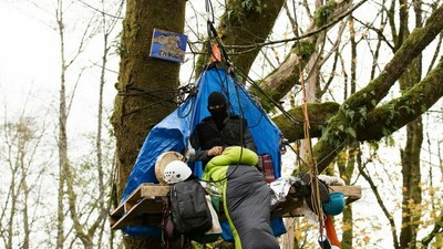 Inside Canada's Indiginous Burnaby Mountain Protest Camp