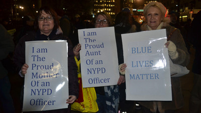 ​I Went to a Pro-NYPD Rally Friday Night and Shit Got Ugly