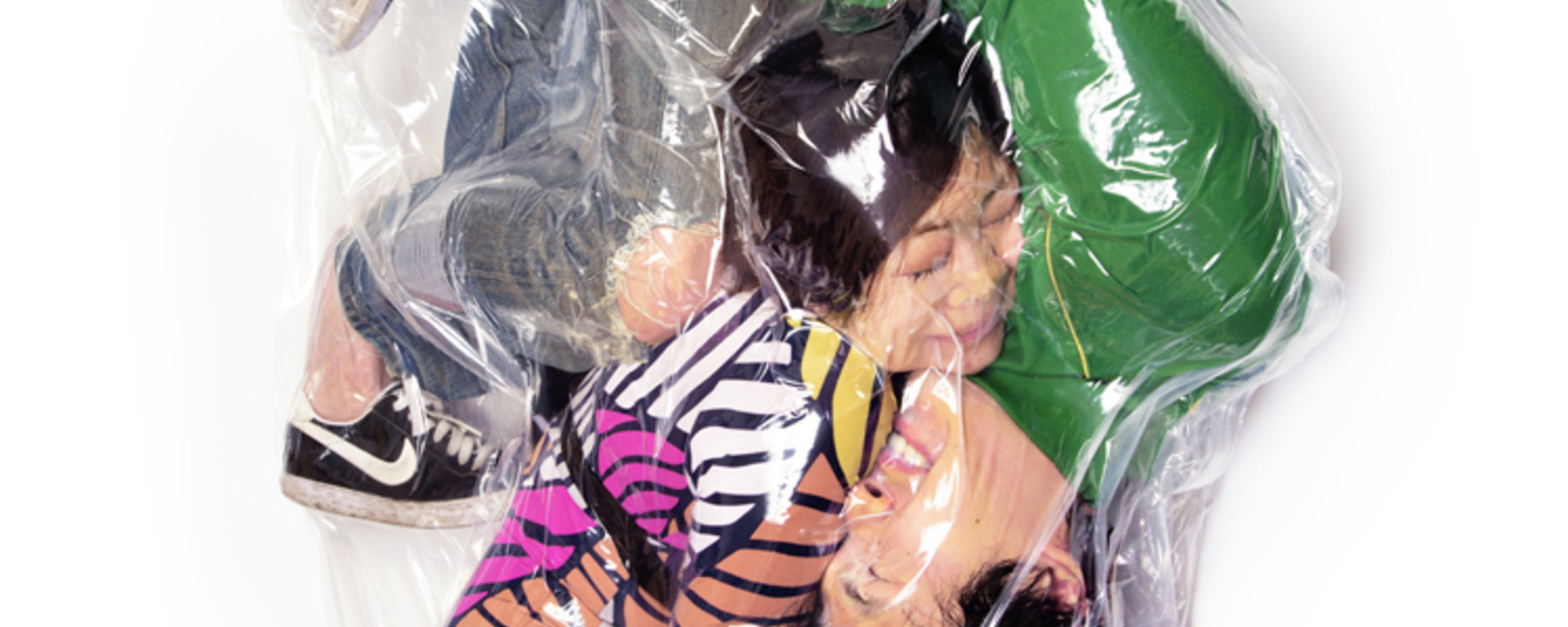 The Artist Who Puts Couples in Vacuum Packs
