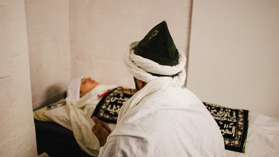 I Went to an Islamic Exorcism in the Back of a Glaswegian Nail Salon