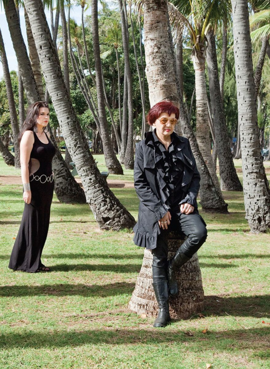 Fantastic Photos of Hawaii's Dwindling Goth Population