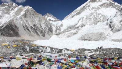 One Year After Deadly Disaster, Climbers Are Still Leaving Shit All Over Mount Everest